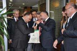 Kastamonu Valisi Sn. Şehmus Günaydına Yeditepe Sağlık Hizmetleri çantasını takim ederken.